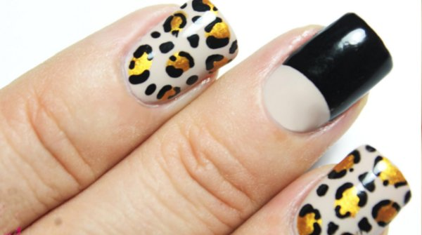 Diseños de uñas de animal print y media luna