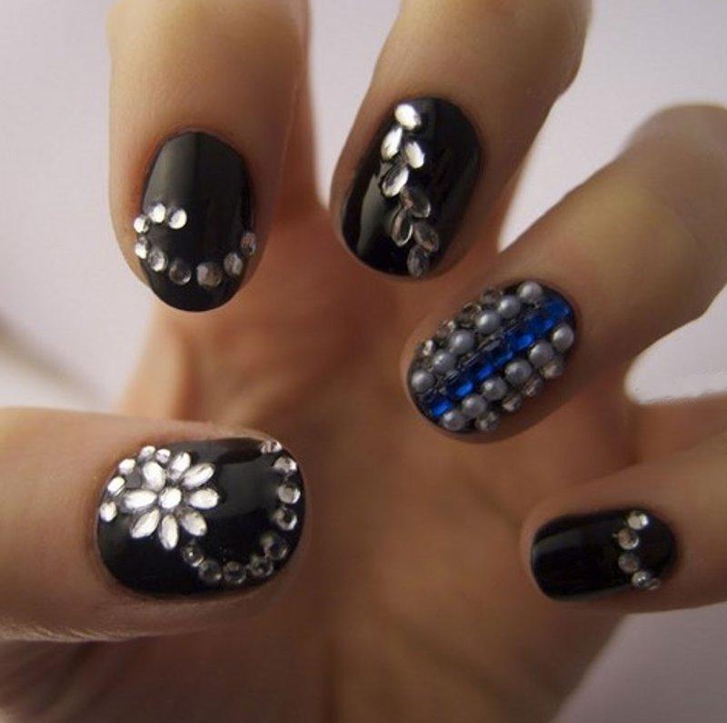 uñas color negro decoracion piedras