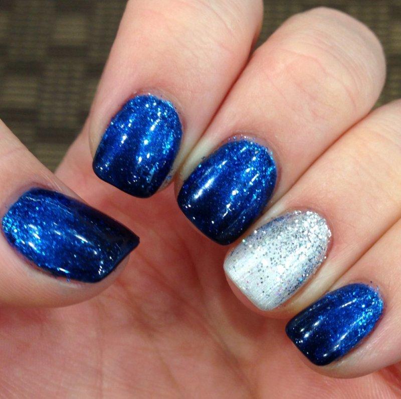 uñas decoradas azul plateado brilos