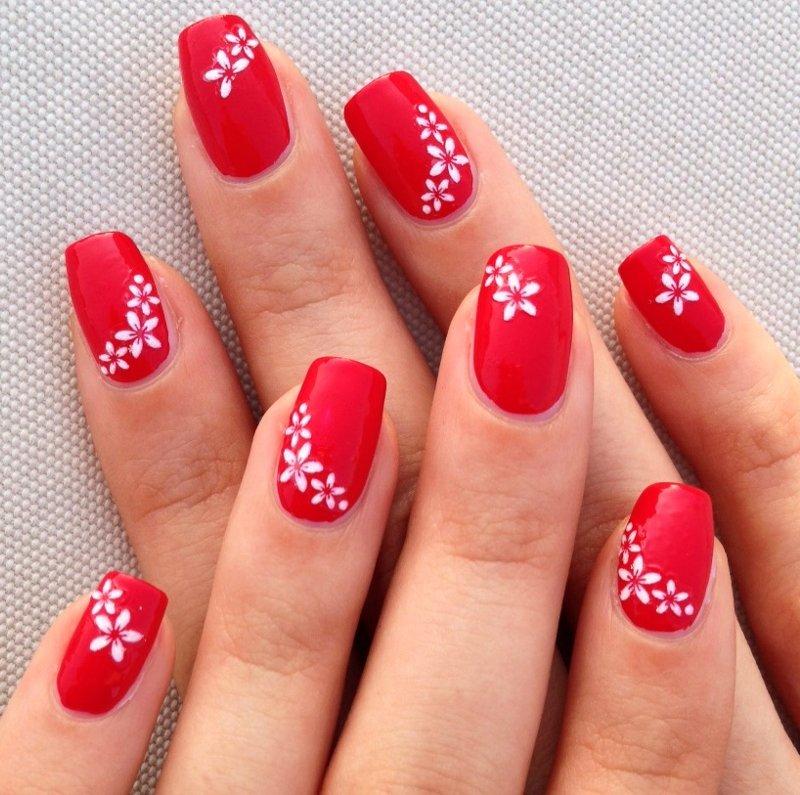 uñas decoradas facil rojas flores blancas