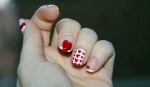 uñas cortas decoracion corazones